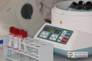 Zestaw akcesoriów niezbędnych do uzyskania fibryny bogatopłytkowej - wirówka i zestaw probówek