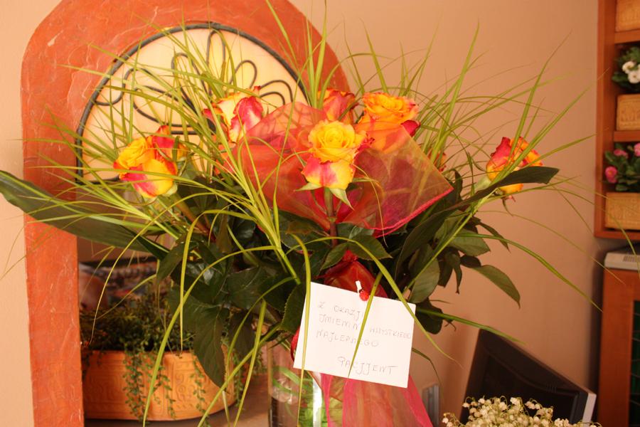 Kwiaty od naszego zaprzyjaźnionego pacjenta - życzenia imieninowe dr Magdaleny Żywickiej