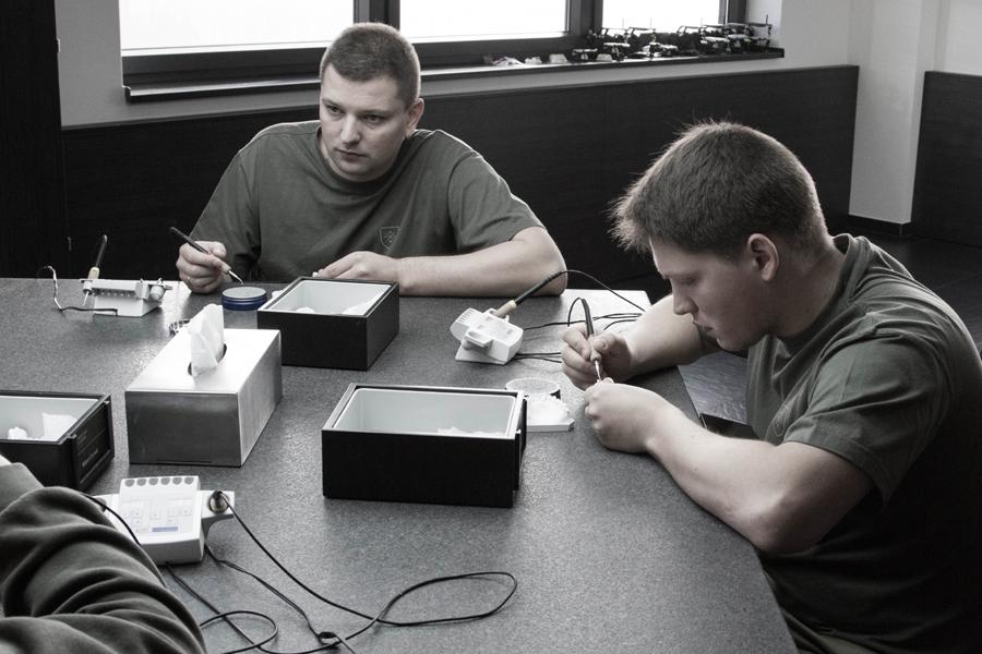 Przygotowywanie wax-upu - ćwiczenie zwiększające zdolności manualne