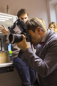 Dr Piotr Mendel prowadzący instruktaż w części praktycznej kursu